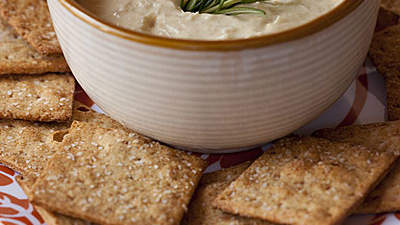 4 whole-grain crackers spread with 1 tablespoon hummus