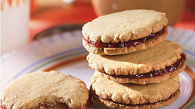 Peanut-Butter-and-Jelly-Sandwich Cookies