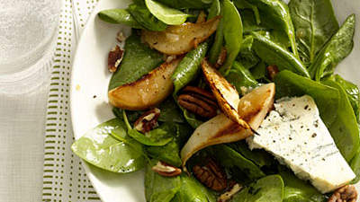 Spinach, Pear, and Gorgonzola Salad With Pecans