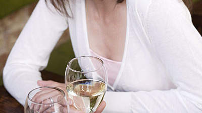 white-wine-happy-hour