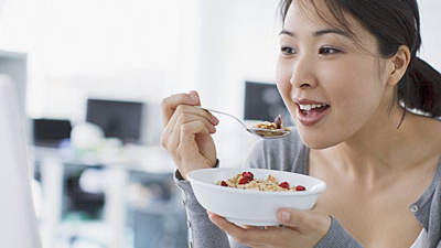 woman-eating-cereal