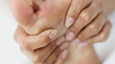 woman-foot-pain