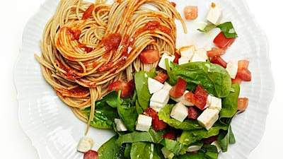 Spinach-tomato salad and pasta