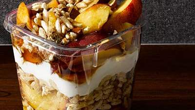 Greek-Yogurt-Fruit-Parfait