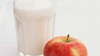 An apple and skim milk