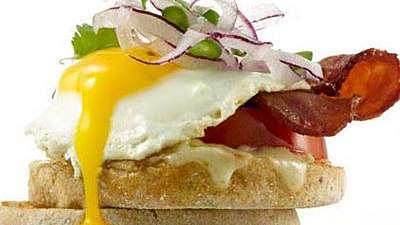 bacon-jalapeno-egg-sandwich