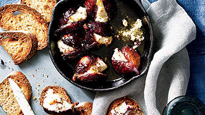 Roasted Figs With Goat Cheese, Honey, and Pepper