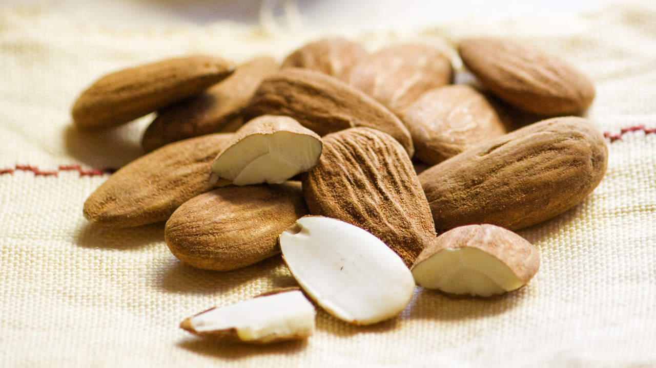 almonds-for-hair-nails
