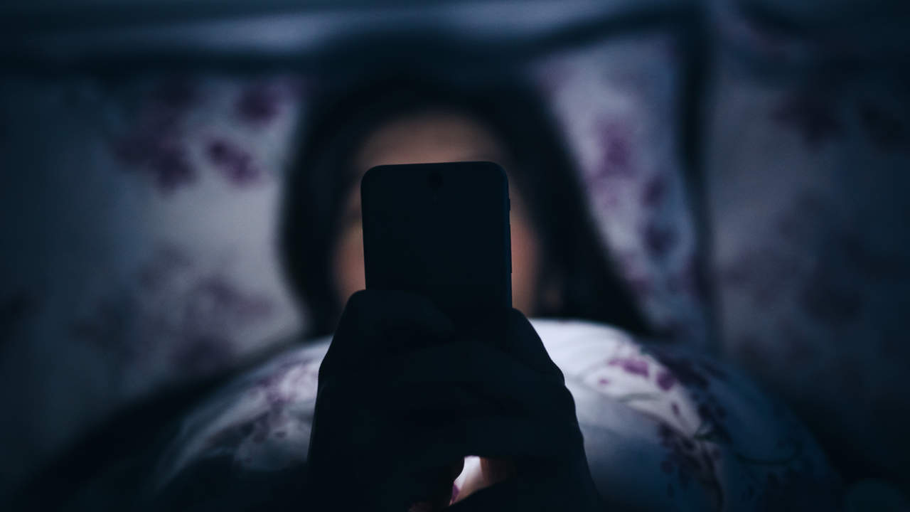 Using smartphone app in bed for insomnia