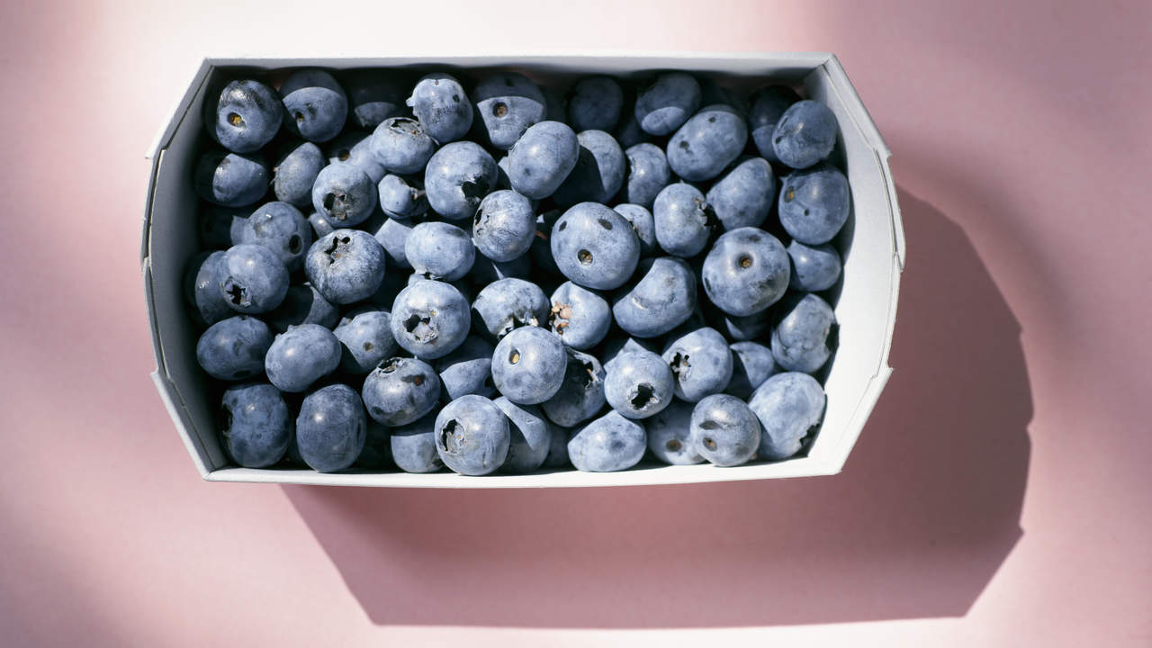 superfoods-heart-blueberries