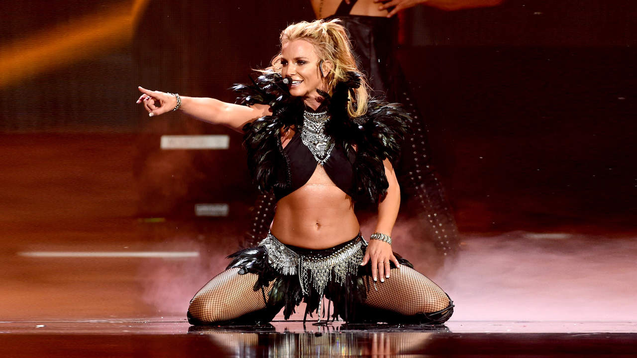 britney-spears-celeb-abs