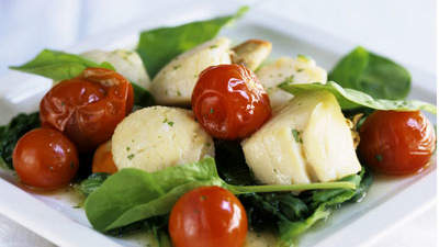 Scallops with Spinach and Bacon Salad