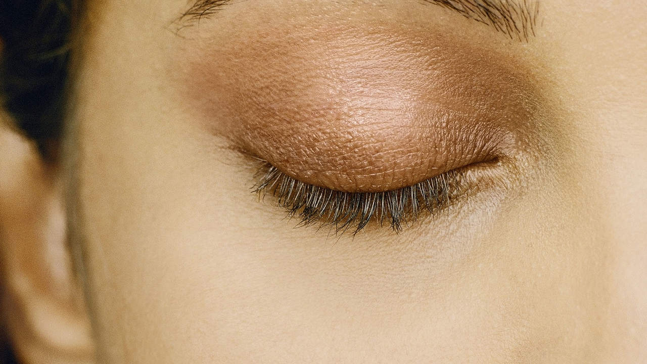 If you always wear: Earthy shadows