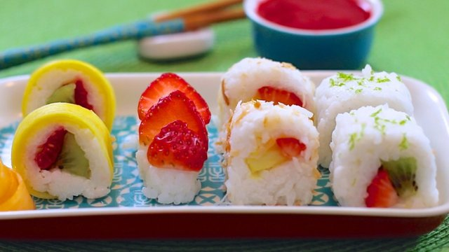 fresh-fruit-sushi-bigger-bolder-baking