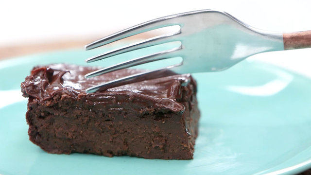 healthy-swaps-avocado-brownies