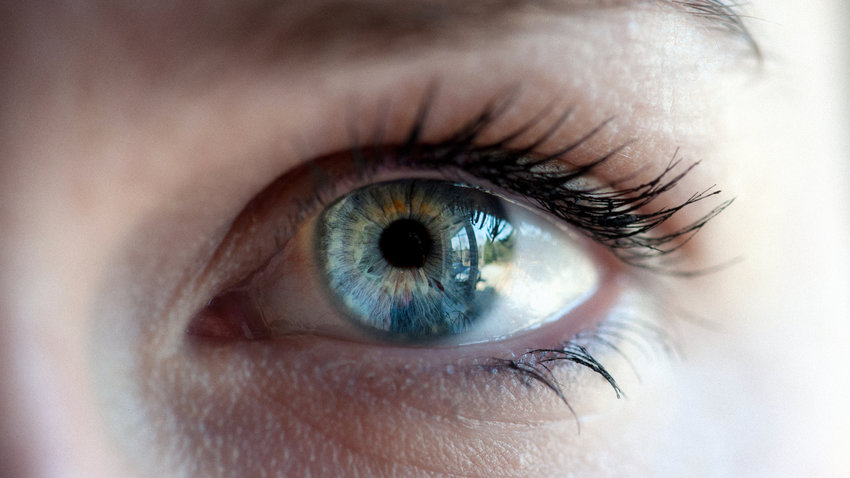 eye-closeup-mascara
