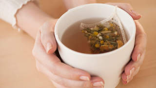 chamomile-tea-best-foods-for-flat-abs