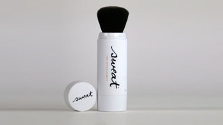 sweat-twist-brush-translucent-mineral-powder-spf-30
