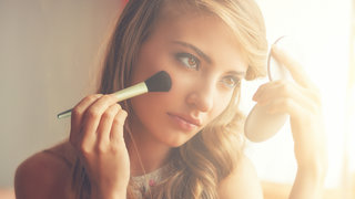 blush-applying-makeup-beauty
