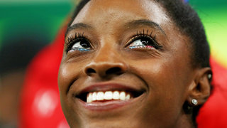 simone-biles-eyeliner-game-strong-2