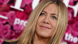 jennifer-aniston-eye-drops