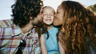 happy-family-kids-couple-kiss