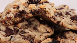 cherry-almond-chocolate-chunk-cookies-video
