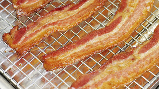 how-to-cook-bacon-in-the-oven-video