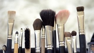makeup-brushes-clean-dirty