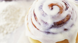 how-to-make-healthy-cinnamon-rolls-in-a-mug-video