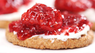 strawberry-rhubarb-ginger-chia-jam-video