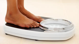 weight-loss-scale-plateau-feet