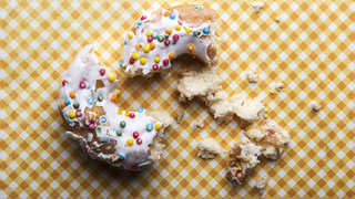 donuts-carbs-crumbs