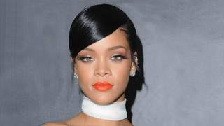 rihanna-coral-lips-feature