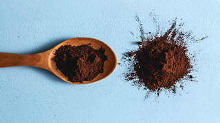 cocoa-powder-spoon-snort