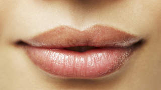 4-ways-to-get-fuller-lips-video