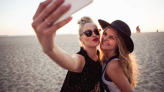 selfie-phone-friendship-mood-vacation-beach