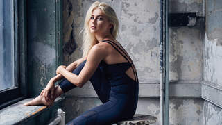 julianne-hough-november-window-stool