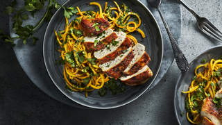 SQUASH-NOODLES-CHICKEN-squash-recipes-health-mag-oct-2020