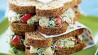 salad-chicken-sandwich