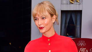 Karlie-kloss-bangs-red-snow-legs-butt-workout