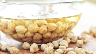 aquafaba-water-chickpeas