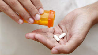 antibiotics-pills-prescription-hands