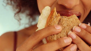 bread-gluten-eating