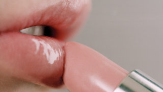 lipstick-closeup-applying-makeup