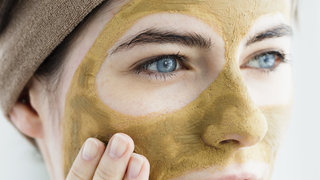 mud-face-mask-beauty