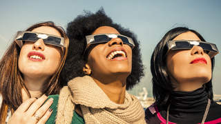 solar-eclipse-glasses-light