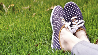 sneakers-grass-odor