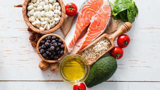 mediterranean-diet-oilive-oil-salmon-avocado