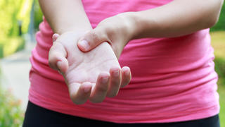 psoriatic-arthritis-hand-rub-pain